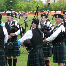 Angus (center) competing with the Fountain Trust Pipe Band in Chicago 2017.